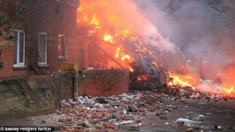 Μεγάλη έκρηξη στη Βρετανία κατέστρεψε τριώροφη πολυκατοικία