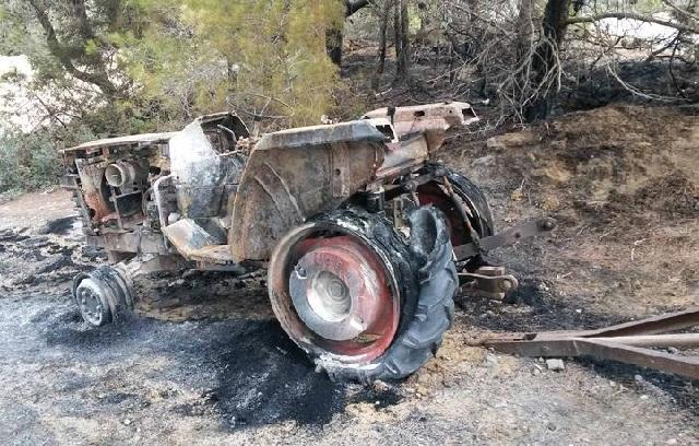 Ολοσχερώς καταστράφηκε τρακτέρ από φωτιά