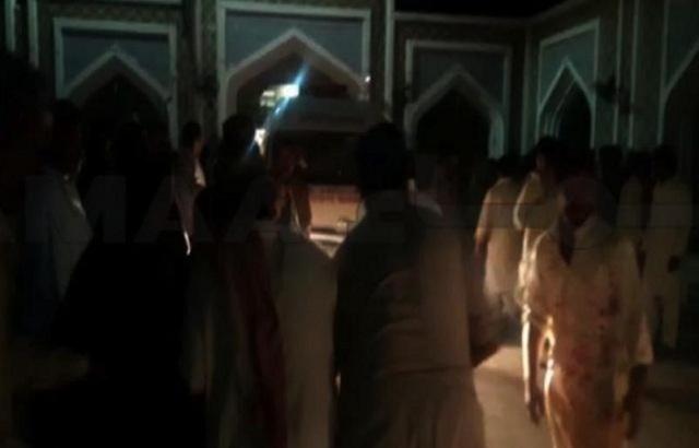 Μακελειό στο Πακιστάν: Τουλάχιστον 72 νεκροί από επίθεση βομβιστή σε τέμενος