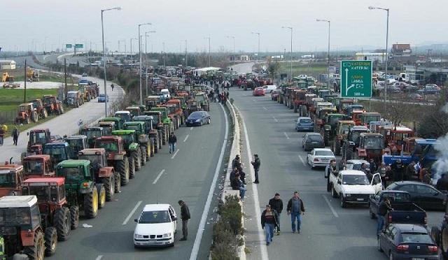 Αναχωρούν τα τρακτέρ από το μπλόκο της Νίκαιας