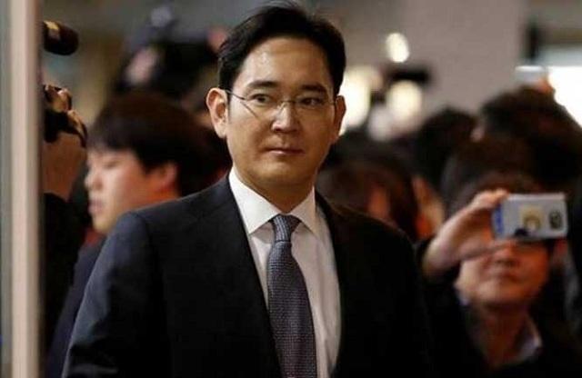 Συνελήφθη ο πρόεδρος του επιχειρηματικού ομίλου της Samsung