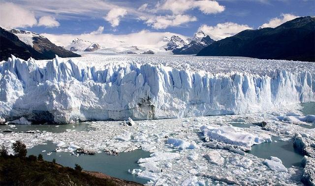 Σε ασυνήθιστα χαμηλά επίπεδα τον Ιανουάριο οι θαλάσσιοι πάγοι σε Αρκτική και Ανταρκτική