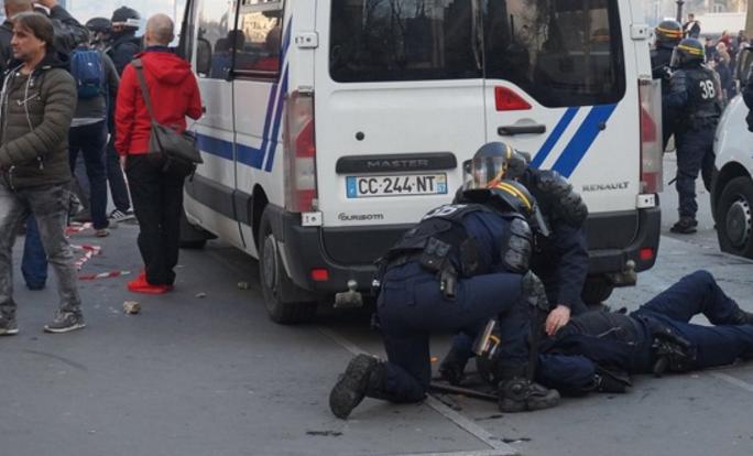 Συγκρούσεις στο Παρίσι μεταξύ διαδηλωτών και αστυνομικών