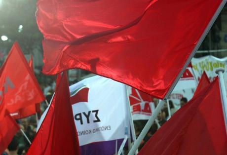 Επιτέθηκαν με μολότοφ στα γραφεία του ΣΥΡΙΖΑ ντυμένοι... μασκαράδες