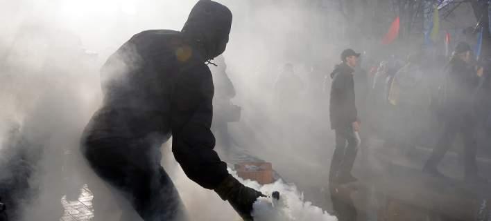 Συγκρούσεις στο Κίεβο στην επέτειο της «εξέγερσης του Μαϊντάν» [εικόνες & βίντεο]