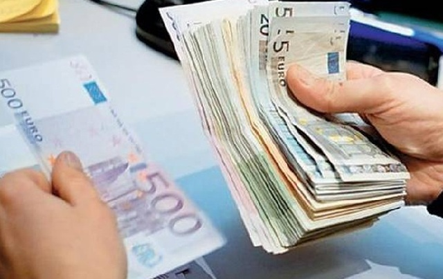 Μετανιωμένη η τραπεζική υπάλληλος που υπεξαιρούσε χρήματα... για τα μάτια του συντρόφου της