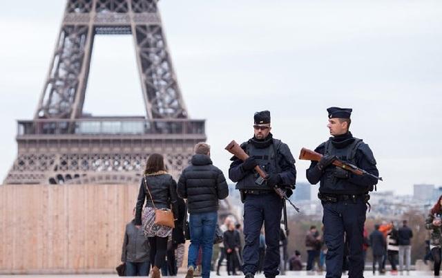 Εχασε 1,5 εκατομμύριο τουρίστες το Παρίσι και 1,3 δισ. ευρώ μετά τα τρομοκρατικά χτυπήματα