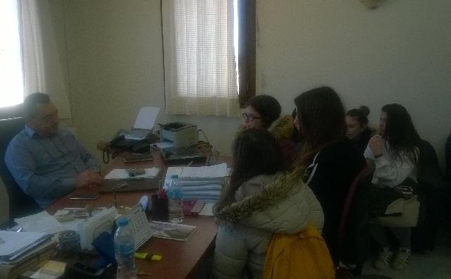 Η περιβαλλοντική ομάδα του Γυμνασίου Αλοννήσου στον Δήμαρχο του νησιού