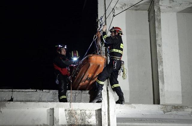 «Σεισμός» 5,9 Ρίχτερ στην Πάρνηθα. Εντυπωσιακή άσκηση της Πυροσβεστικής [photos+video]