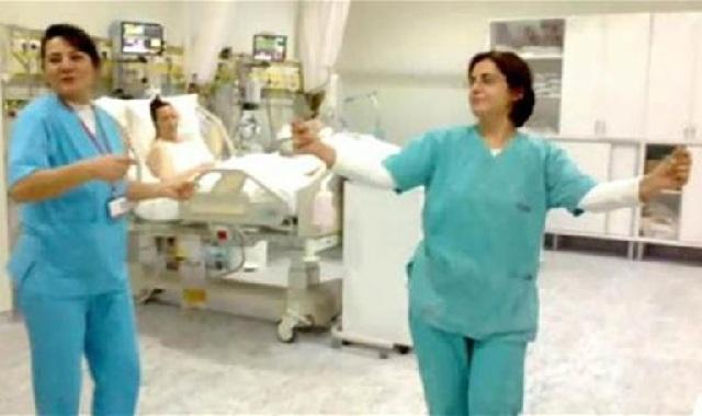 Σάλος στην Τουρκία από τον χορό της κοιλιάς γιατρών και νοσοκόμων σε ΜΕΘ