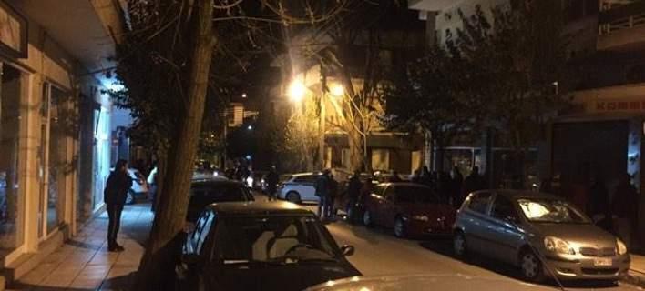 40χρονος οπλίτης στην Κοζάνη βγήκε στο μπαλκόνι &  πυροβολούσε [βίντεο]