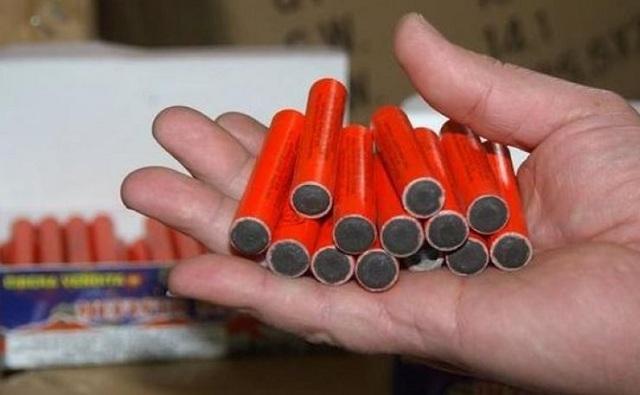 Είχε προς πώληση στο περίπτερό του 6.260 είδη πυροτεχνίας