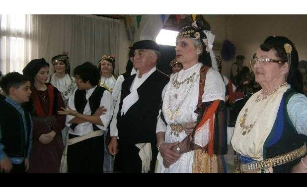 Ο «άσεμνος» Καραγκούνικος γάμος στα Τρίκαλα. Αντρας και στο ρόλο της νύφης