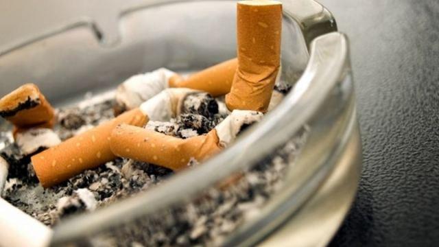 Μυρίζει τσιγάρο το σπίτι; Κόλπα για να το αντιμετωπίσετε