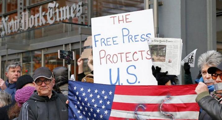 Διαδηλώσεις υπέρ της ελευθερίας του Tύπου έξω από τους «New York Times»