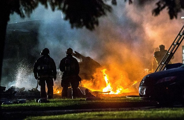 Αεροπλάνο έπεσε σε κατοικημένη περιοχή στην Καλιφόρνια. 4 νεκροί [video]