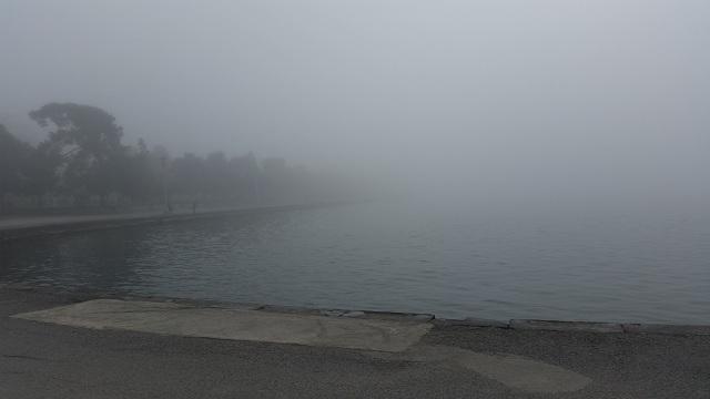 Με ομίχλη και σήμερα το πρωί ο Βόλος [εικόνες]