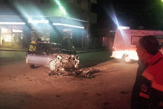 Σφοδρή σύγκρουση αυτοκινήτων με έναν τραυματία στη Λάρισα