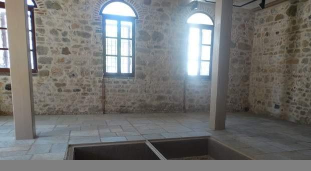 Εντυπωσιάζει το δίδυμο οθωμανικό λουτρό του 16ου στις παλαιές φυλακές Τρικάλων