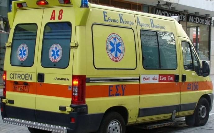 Εγκλωβισμένος τραυματίας σε ΙΧ μετά από τροχαίο στο Σωρό