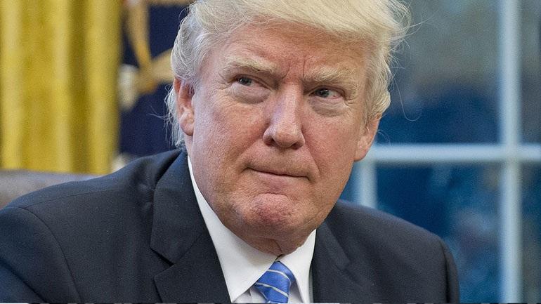 Politico: Ο Τραμπ θα υπογράψει τη Δευτέρα το νέο του αντιμεταναστευτικό διάταγμα