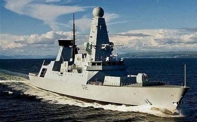 Θερμό επεισόδιο ιρανικών πλοίων με βρετανικά και αμερικανικά πλοία στα Στενά του Ορμούζ