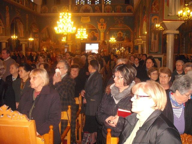 Πλήθος πιστών στην υποδοχή λειψάνων στην Ανάληψη