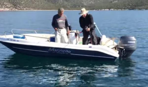 Ψαράς έπιασε σκυλόψαρο με πετονιά