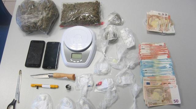 Δύο συλλήψεις για διακίνηση ναρκωτικών και κατοχή όπλων