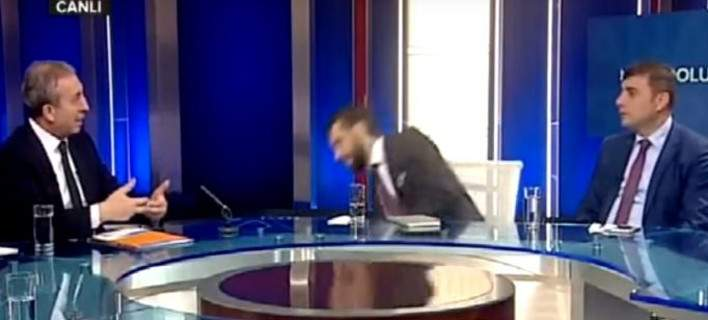 Διευθυντής τουρκικού καναλιού λιποθύμησε στον αέρα εκπομπής [βίντεο]