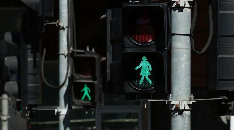 Μελβούρνη :Eβαλαν Φανάρια με τον «Γρηγόρη» & τον «Σταμάτη» γυναίκες !