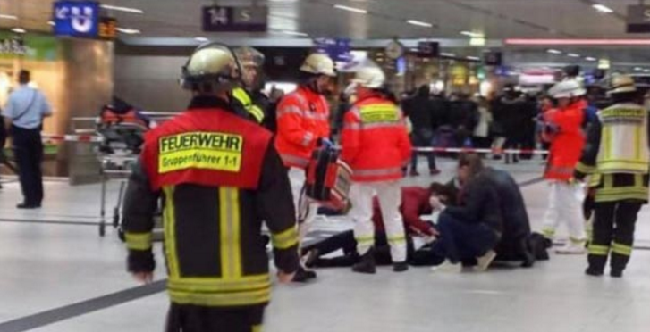 Ντίσελντορφ: Δύο άτομα επιτέθηκαν στο πλήθος με τσεκούρια