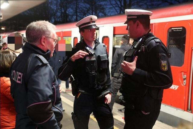 Επίθεση με καπνογόνο λαχτάρησε το Αμβούργο