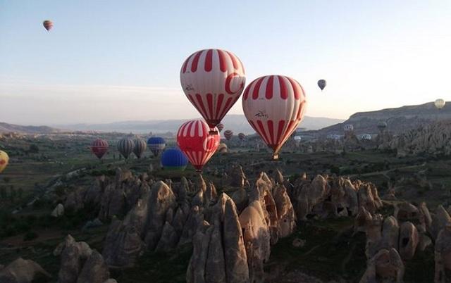 Πτώση τριών τουριστικών αερόστατων με 49 τραυματίες στην Καππαδοκία