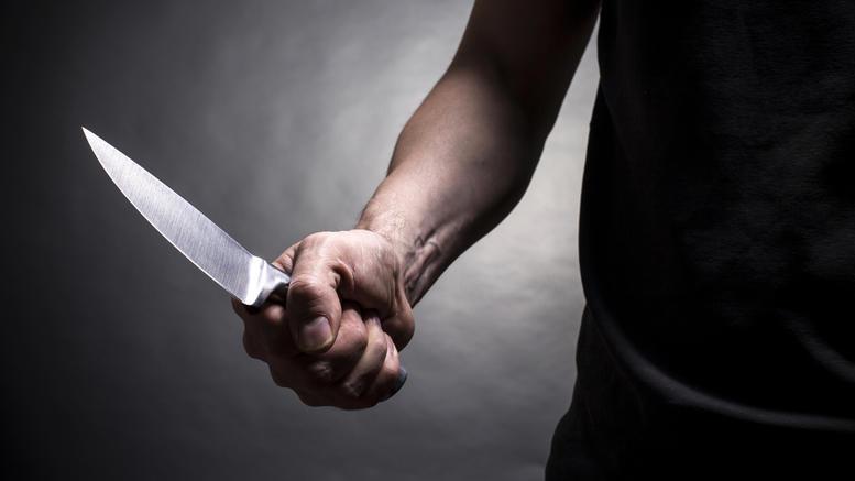 Αγνωστος επιτέθηκε με μαχαίρι σε δύο μαθητές στη Λαμία