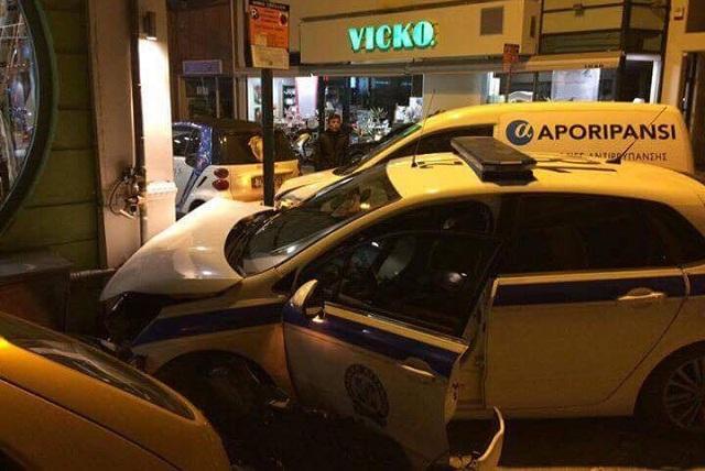 Φορτηγάκι ...παρέσυρε περιπολικό στα Τρίκαλα