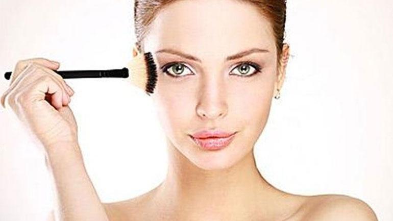 Τι λάθος κάνουμε όλες όταν απλώνουμε το make up μας