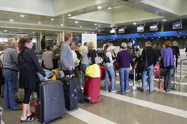 Φακελώνονται ηλεκτρονικά όλοι οι ταξιδιώτες με αεροπλάνο
