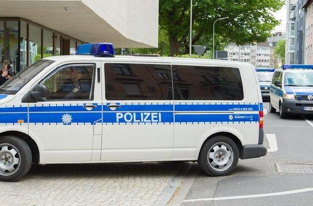 Ένοπλος κρατά ομήρους σε τράπεζα της Γερμανίας