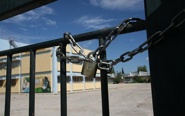 O ιός «κοξάκι» κλείνει δημοτικό και νηπιαγωγείο στη Λάρισα