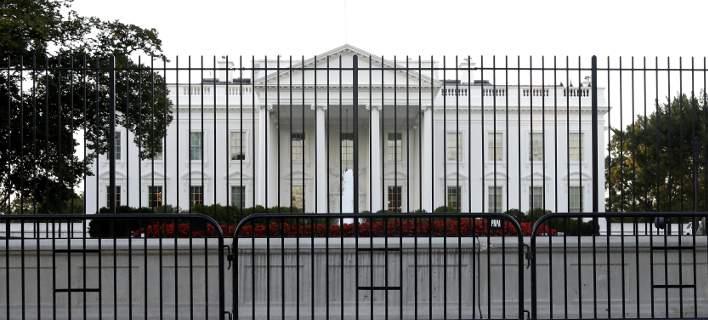 Εισβολέας έκανε βόλτα 16 λεπτών στον Λ. Οίκο πριν τον πάρουν χαμπάρι