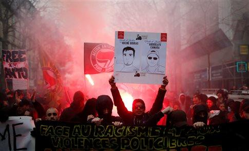Χιλιάδες ξανά στους δρόμους του Παρισιού κατά της αστυνομικής βίας