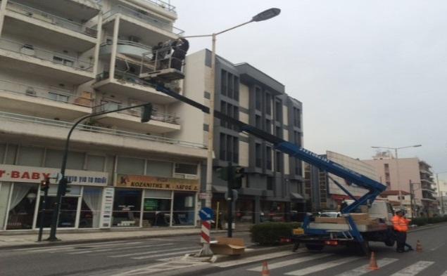 Αποκαθίστανται ζημιές σε φωτεινή σηματοδότηση και ηλεκτροφωτισμό