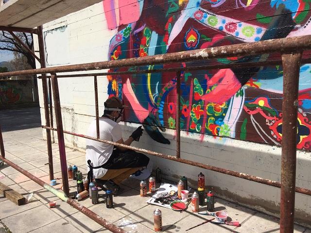 Τοιχογραφία στο 4ο ΓΕΛ Βόλου στέλνει ηχηρό μήνυμα