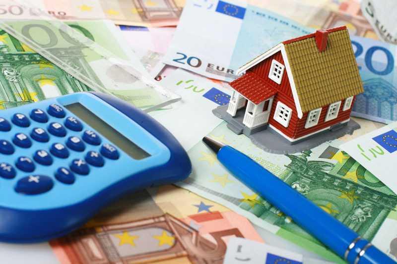 Τέλος το αφορολόγητο των 8.636 ευρώ. Πόσο θα μειωθεί, ποιοι θα επιβαρυνθούν