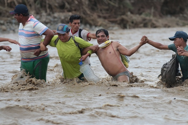 Εικόνες βιβλικής καταστροφής στο Περού. 78 νεκροί από το πέρασμα του Ελ Νίνιο
