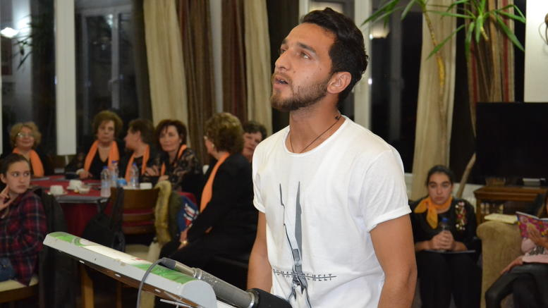 Ο νεαρός πρόσφυγας που συγκίνησε στη γιορτή ποίησης της Λέσβου