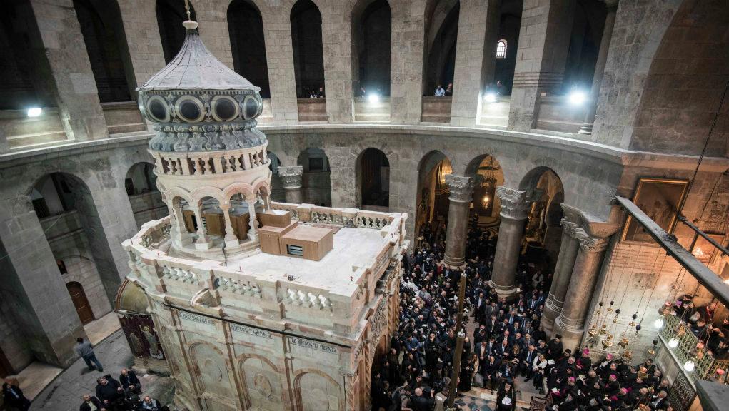 Παραδόθηκε στους πιστούς το Ιερό Κουβούκλιο του αναστηλωμένου Παναγίου Τάφου