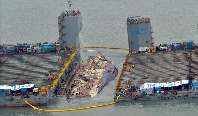 Νότια Κορέα: Τρία χρόνια μετά το ναυάγιο του Sewol αναδύεται από τα κύματα