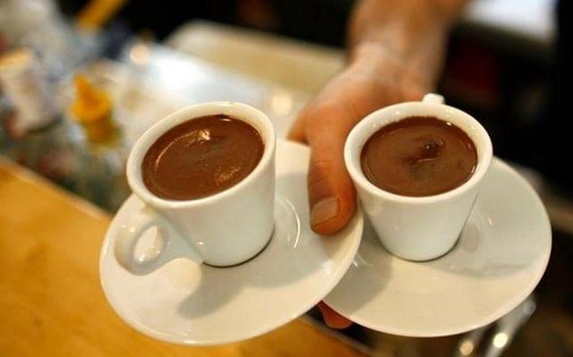 Οι καφέδες που κέρασε της στοίχισαν 16.700 ευρώ